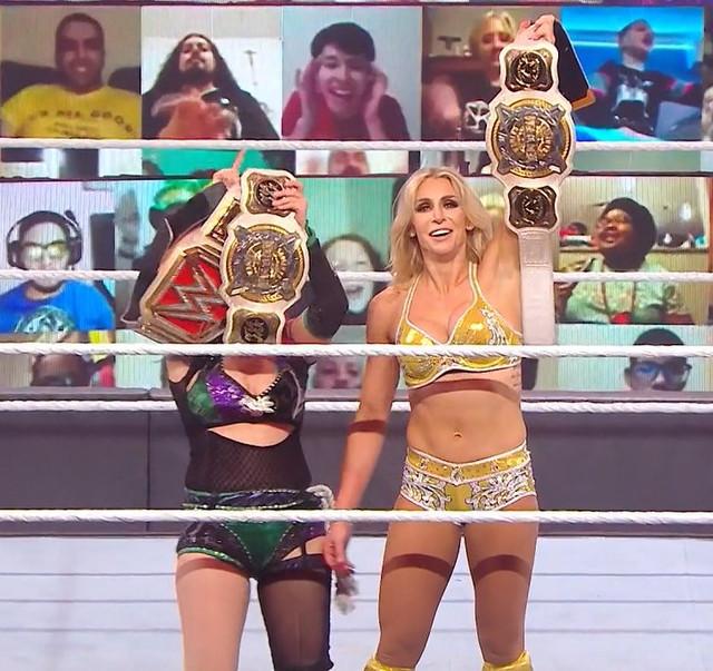 Asuka y Charlotte Flair nuevas Campeonas de Pareja vencen a Shayna y Nia Jax