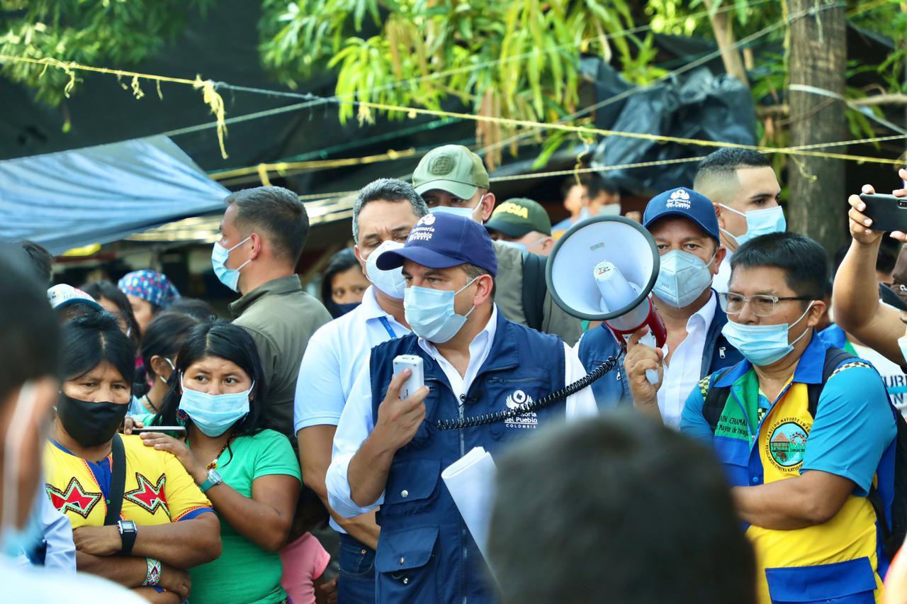 Defensor del Pueblo se reunió con indígenas desplazados en Montería para hablar del retorno - Noticias de Colombia