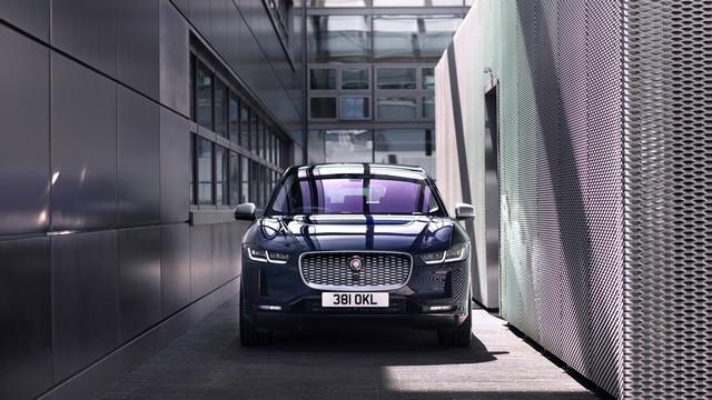 La Jaguar I-PACE EV320 : Une Nouvelle Édition Limitée, Disponible Dès À Présent, Rend Le Passage À L'électrique Plus Attractif Que Jamais Jag-I-PACE-21-MY-Exterior-Portofino-Blue-23-06-20-001