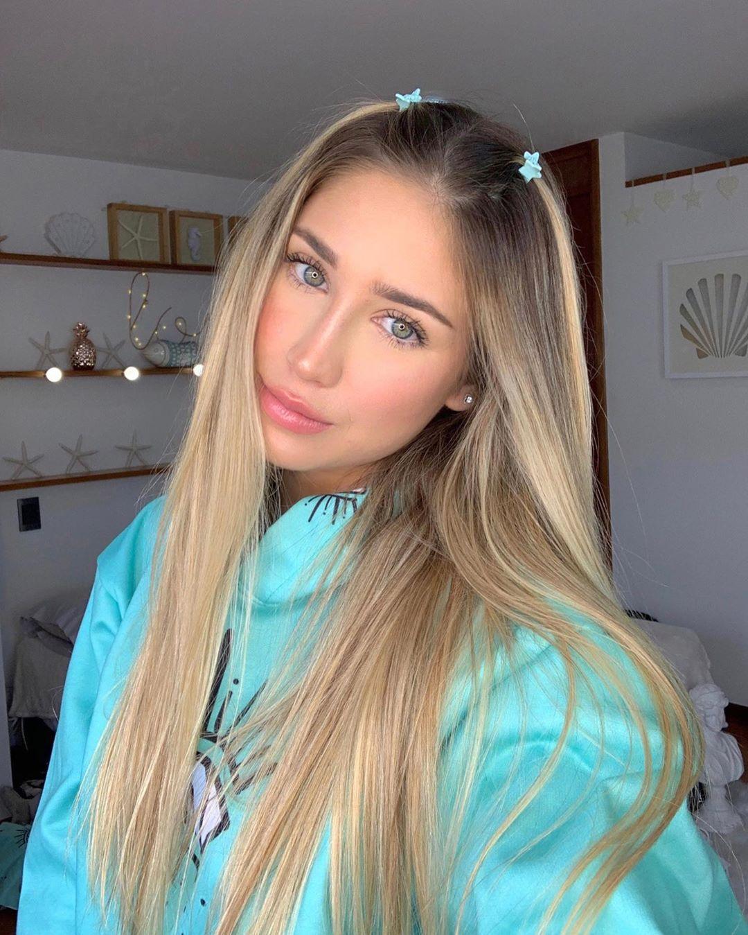 Valeria-Ortiz-Acevedo-Wallpapers-Insta-Fit-Bio-6