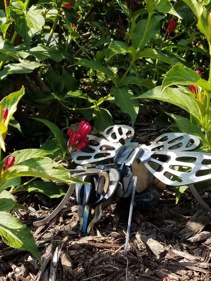 PLASMA CUT STEEL BEE 3D PUZZLE GARDEN ART 3