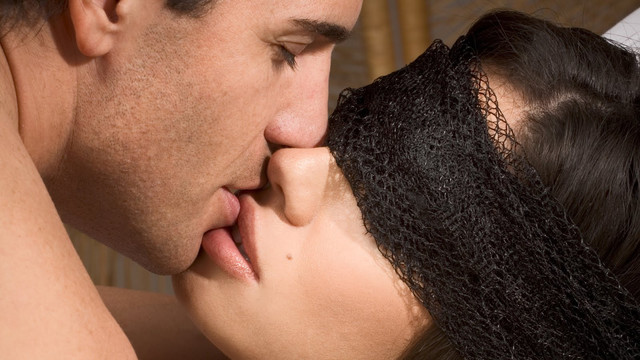 [Image: hot-kiss.jpg]