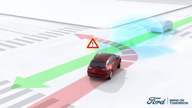 Cette nouvelle technologie permet au Ford Kuga d'éviter les accidents latéraux dus aux angles morts Intersection-Assist