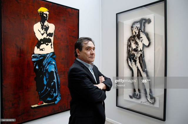 PARIS-FRANCE-APRIL-04-French-street-artist-Blek-Le-Rat-poses-in-front-of-his-artworks-during-the-201.jpg