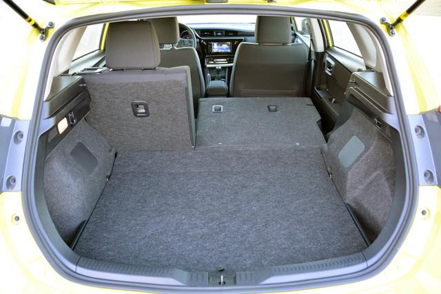 Rear-seat-corolla-im-test-drive-review38