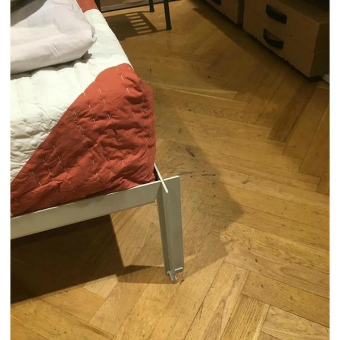 По мнению Novate.ru, дизайнер этой кровати ненавидит людей.   Фото: Notinerd.