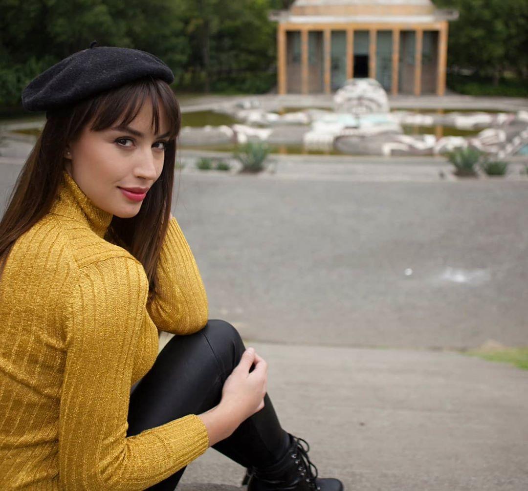Claudia-Arce-Wallpapers-Insta-Fit-Bio-6