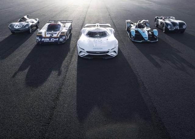 Jaguar Lève Le Voile Sur La Vision Gran Turismo SV : La Voiture De Course 100% Électrique Ultime Pour Les Passionnés De Course Automobile JAG-GTSV-with-C-type-D-type-XJR-9-I-TYPE-161220