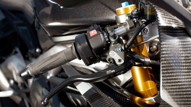 2020-triumph-daytona-moto2-765-4.jpg