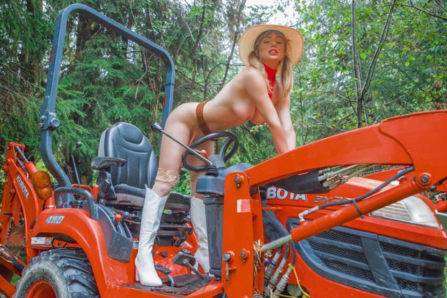 SJU-cowgirl-09-Fg-Zrfo-Vw