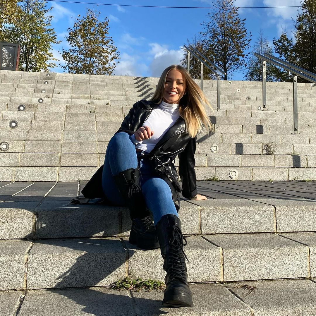Laura-Maria-Wallpapers-Insta-Fit-Bio-7