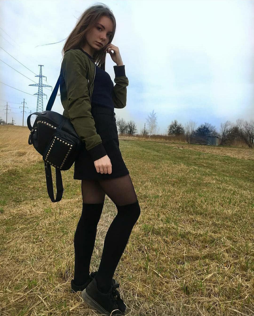 Christin-Black-Wallpapers-Insta-Fit-Bio-1