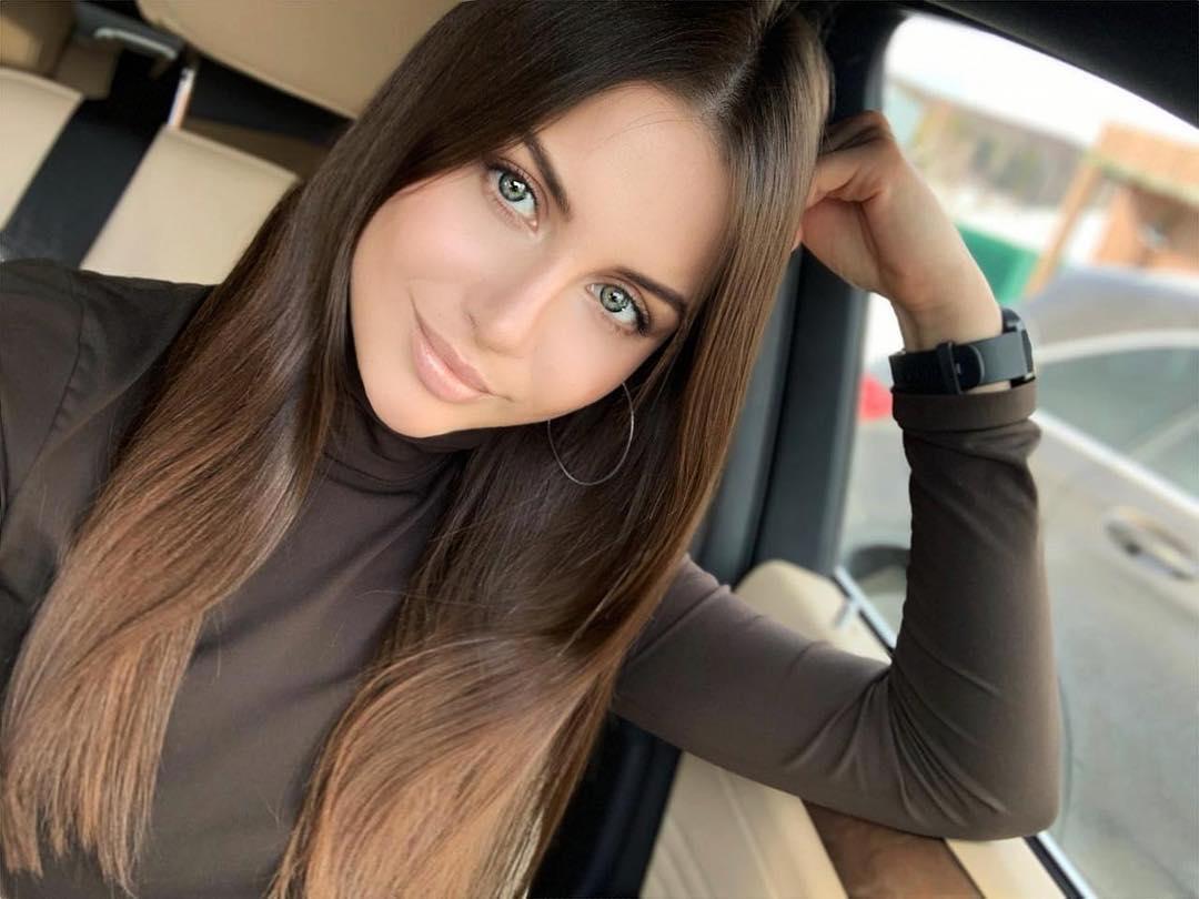 Alena-Gogoleva-Wallpapers-Insta-Fit-Bio-2