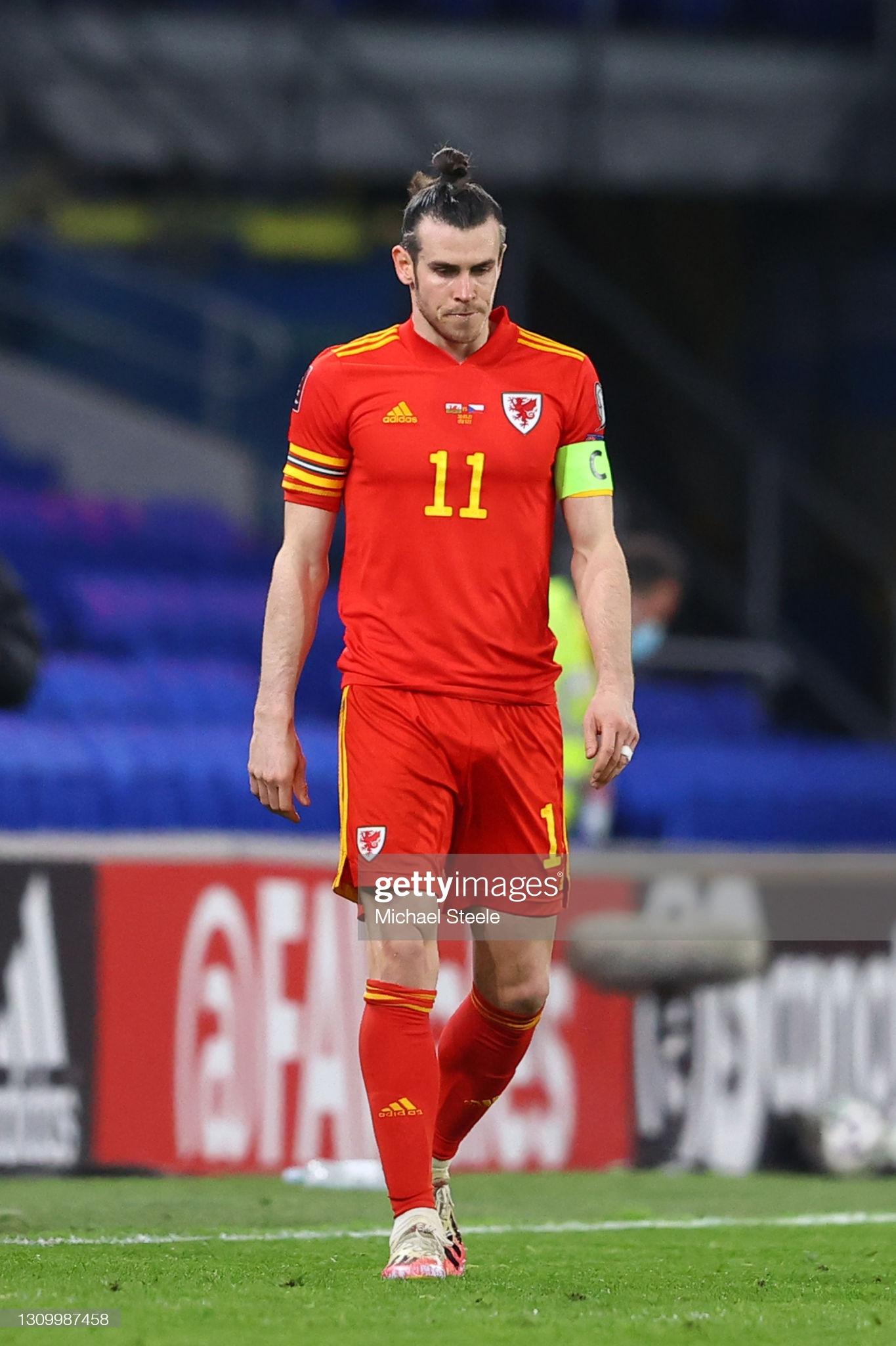 [Image: CARDIFF-WALES-MARCH-30-Gareth-Bale-of-Wa...ifying.jpg]