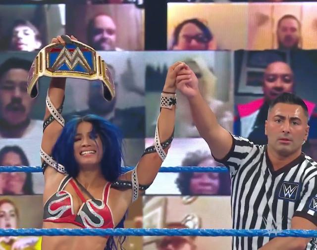 Sasha Bank continua de Campeona de SmackDown