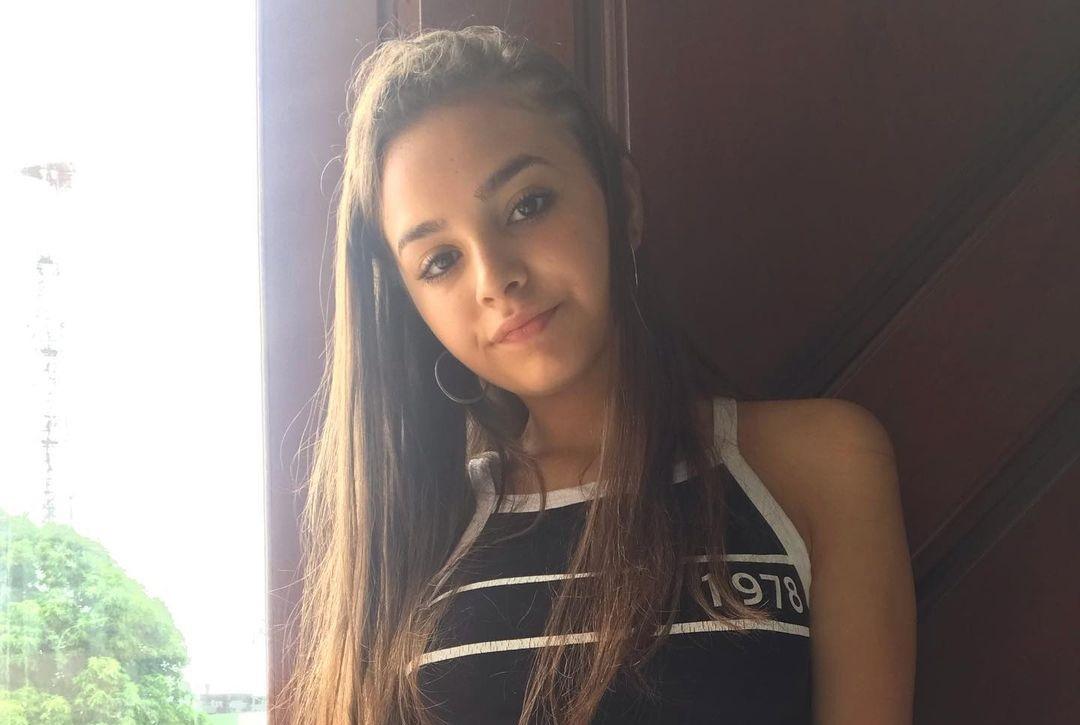 Camila-Nerea-Gonzalez-Wallpapers-Insta-Fit-Bio-18