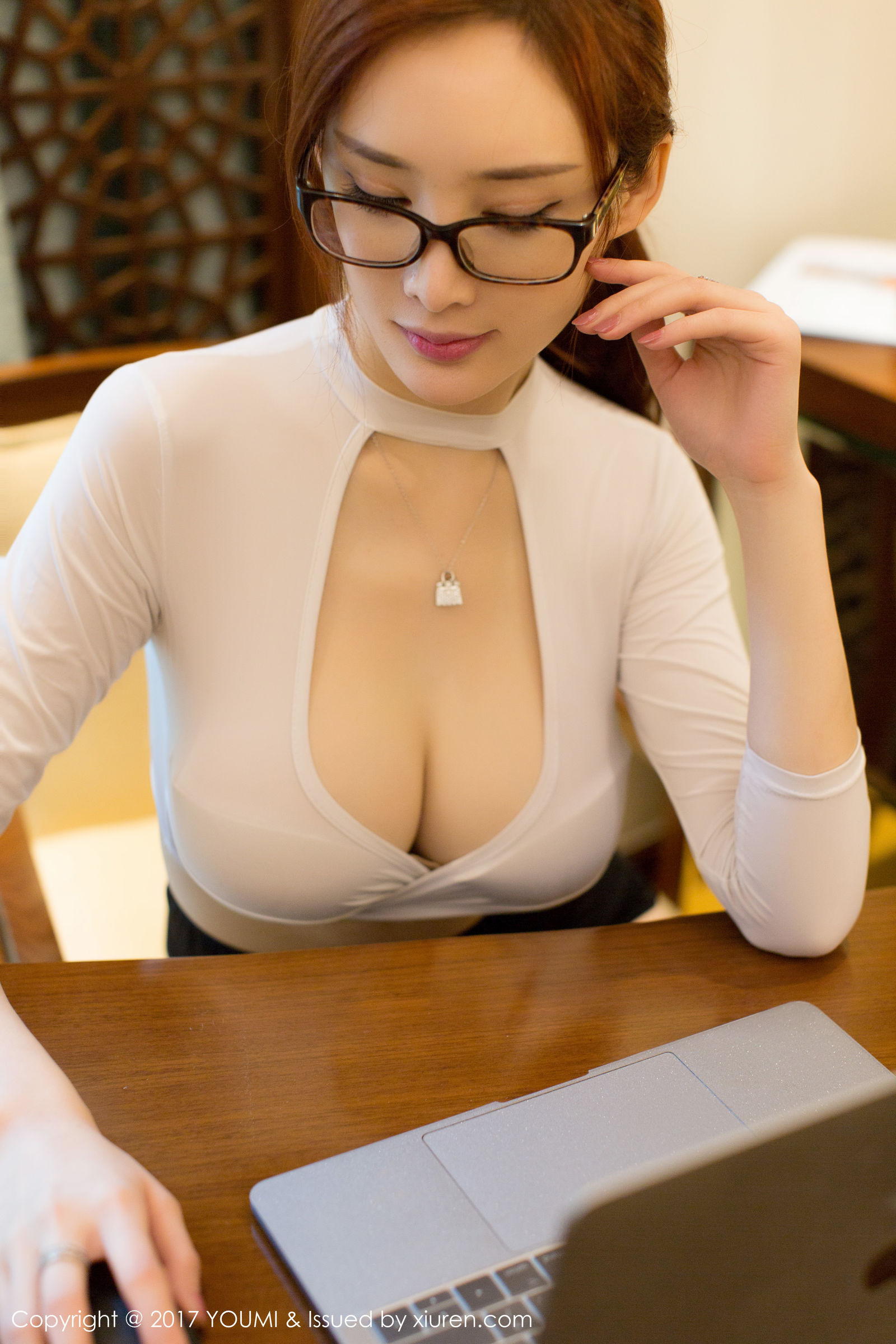 [YouMi 尤 蜜 荟] Vol.075 The soil is fat round short and frustrated-Female Secretary Uniform Temptation