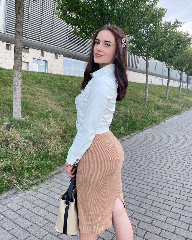 Anya-Desyatnikova-Wallpapers-Insta-Fit-Bio-4