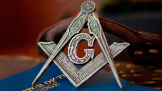 Брэдли Любящий - ТРИУМФАТОР Freemasonic-compass-and-square