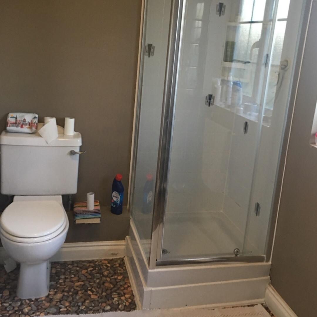 En-Suite-Before-Jane-Lee-Interiors