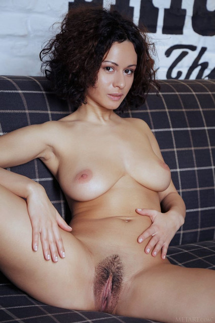pammie-lee-shows-off-her-perfect-big-melons-and-hairy-yummy-vag-08
