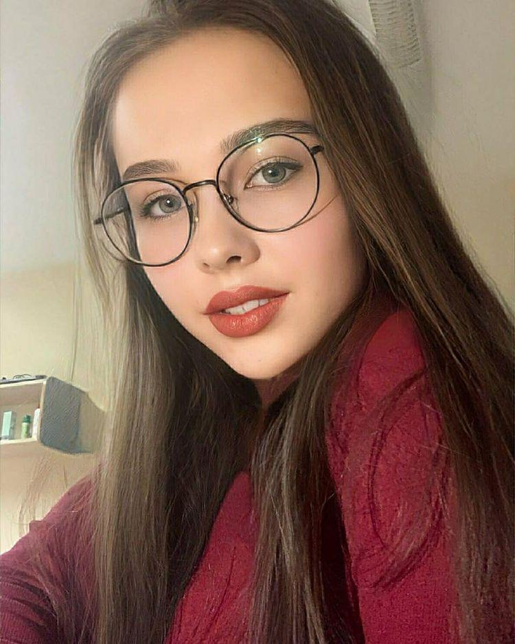 A-alina-sabirova-Wallpapers-Insta-Biography-8