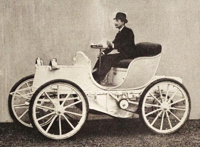 Le-Comte-Gaston-de-Chasseloup-Laubat-sur-Jeantaud-Duc-lectrique-en-1899