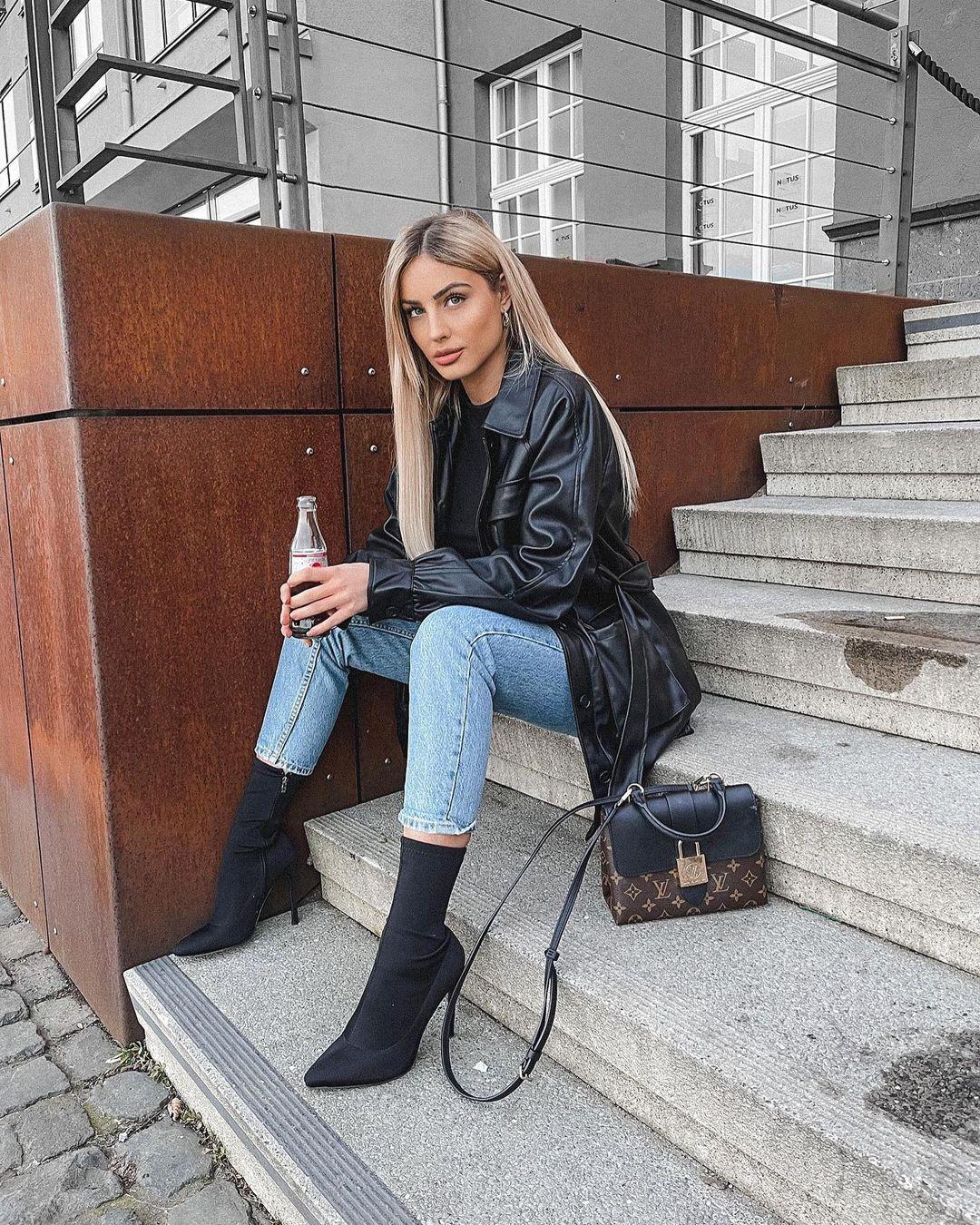 Doreen-Petrova-Wallpapers-Insta-Fit-Bio-4