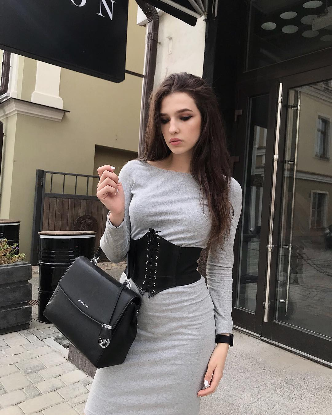 Zavrazzhnova-Wallpapers-Insta-Fit-Bio-Alexandra-Zavrazhnova-Wallpapers-Insta-Fit-Bio-6