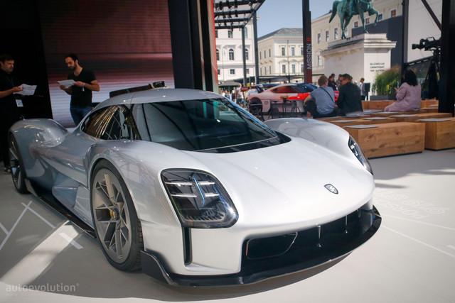 [Actualité] Porsche  - Page 9 F8-AA4485-6-FC9-43-E6-BD16-CF0834-D4-FD82