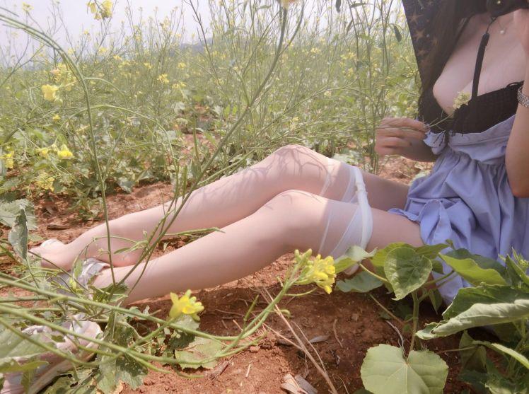 菜地巨乳 野外白丝