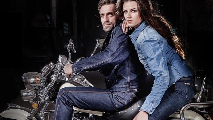Информации о бренде очень мало - одно из немногочисленных рекламных фото джинсов / Фото: idealprice.ru