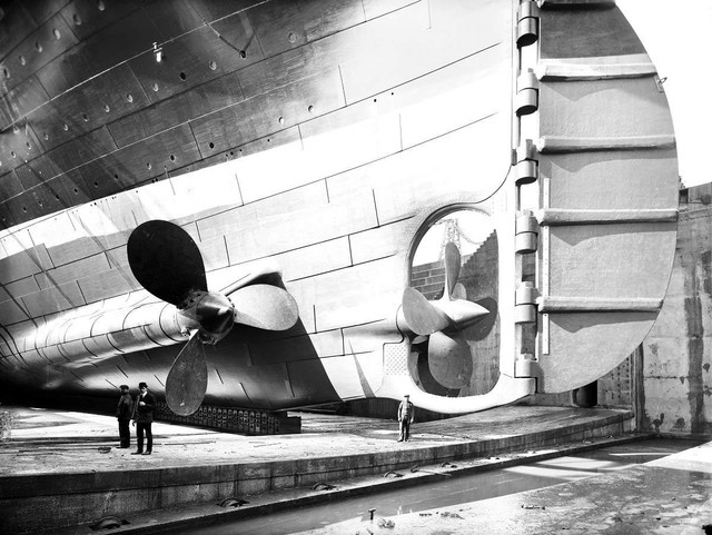 piani - RMS Titanic 1:100 - Pagina 31 Titanic-ship-propellers-and-rudder