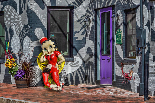 Betty-Boop-in-Yellow-Chair-1