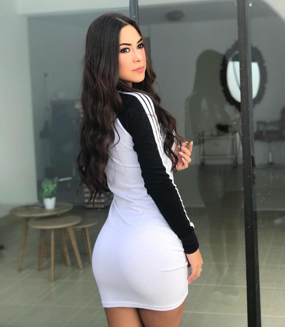 Valeria-Vasquez-Wallpapers-Insta-Fit-Bio-4