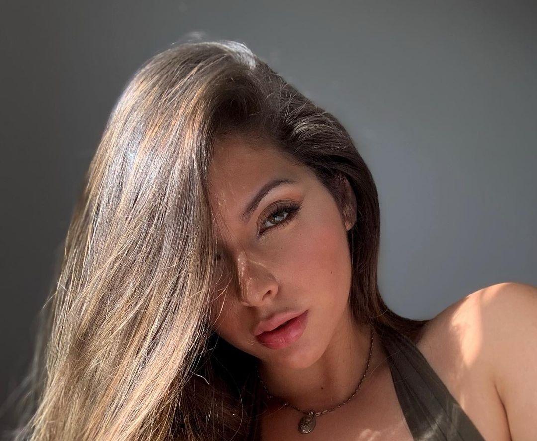 Natalia-Carvajal-Wallpapers-Insta-Fit-Bio-10