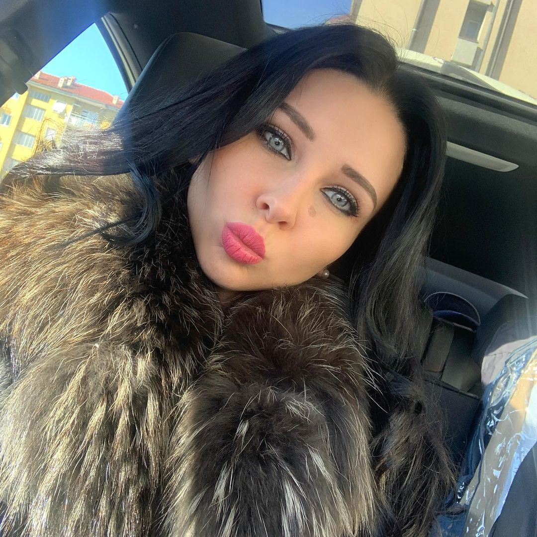 Yelisavieta-Andryeivna-Wallpapers-Insta-Fit-Bio-7