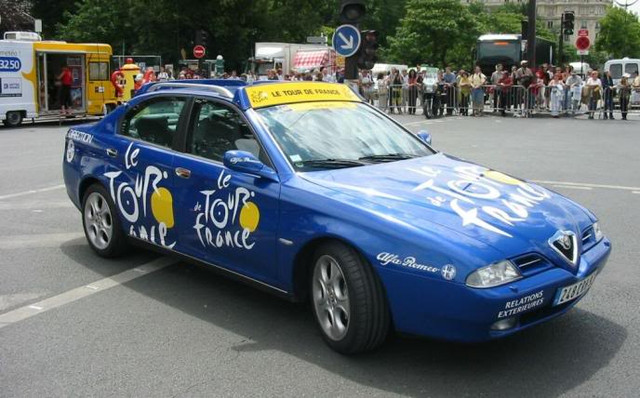 012-ALFA-ROMEO-166-Tour-de-France-Blauw.jpg