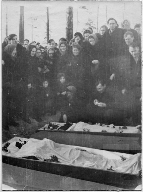 Dyatlov pass funerals 9 march 1959 36.jpg