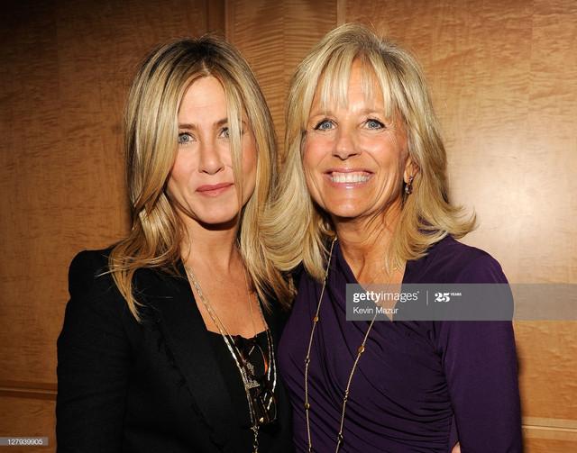 WASHINGTON-DC-OCTOBER-03-Executive-Producer-and-Director-Jennifer-Aniston-L-and-Dr-Jill-Biden-attend.jpg