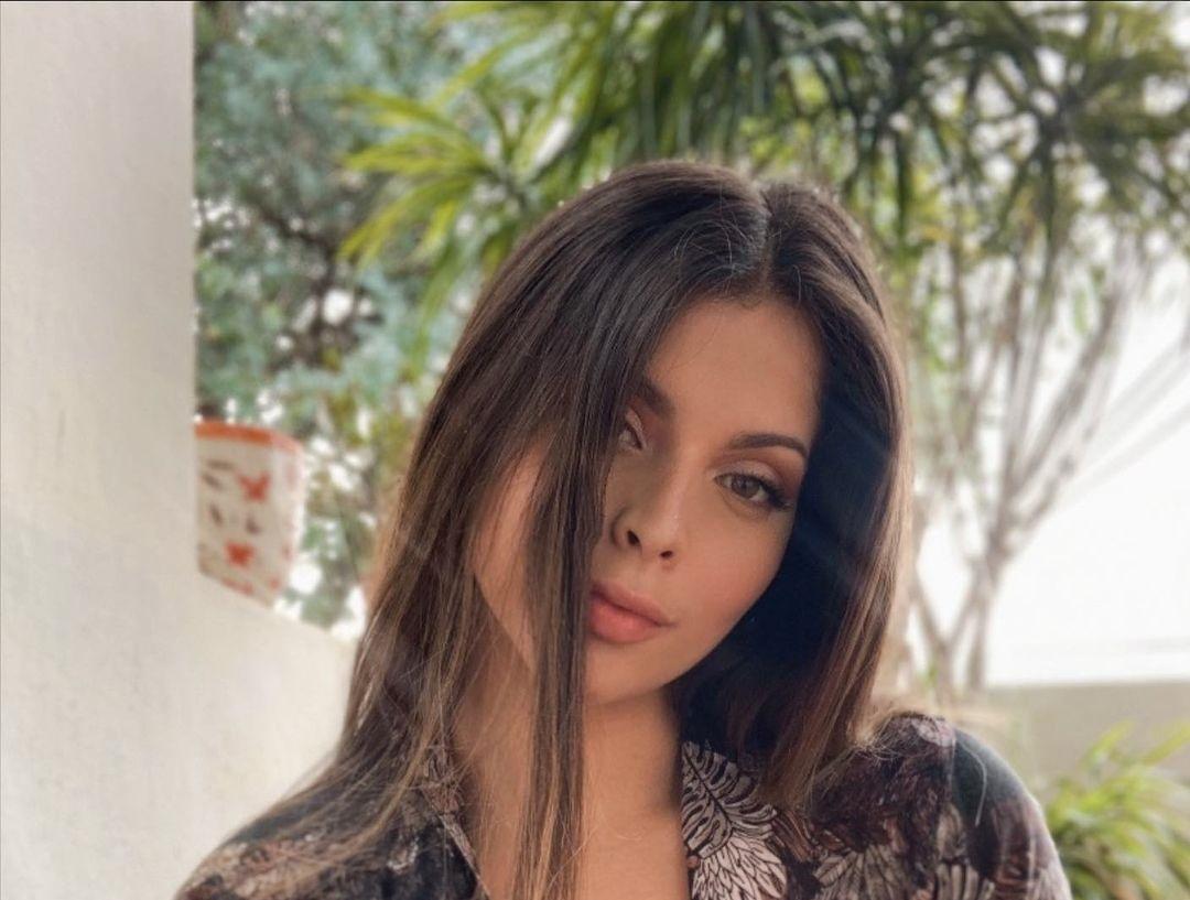 Natalia-Carvajal-Wallpapers-Insta-Fit-Bio-9