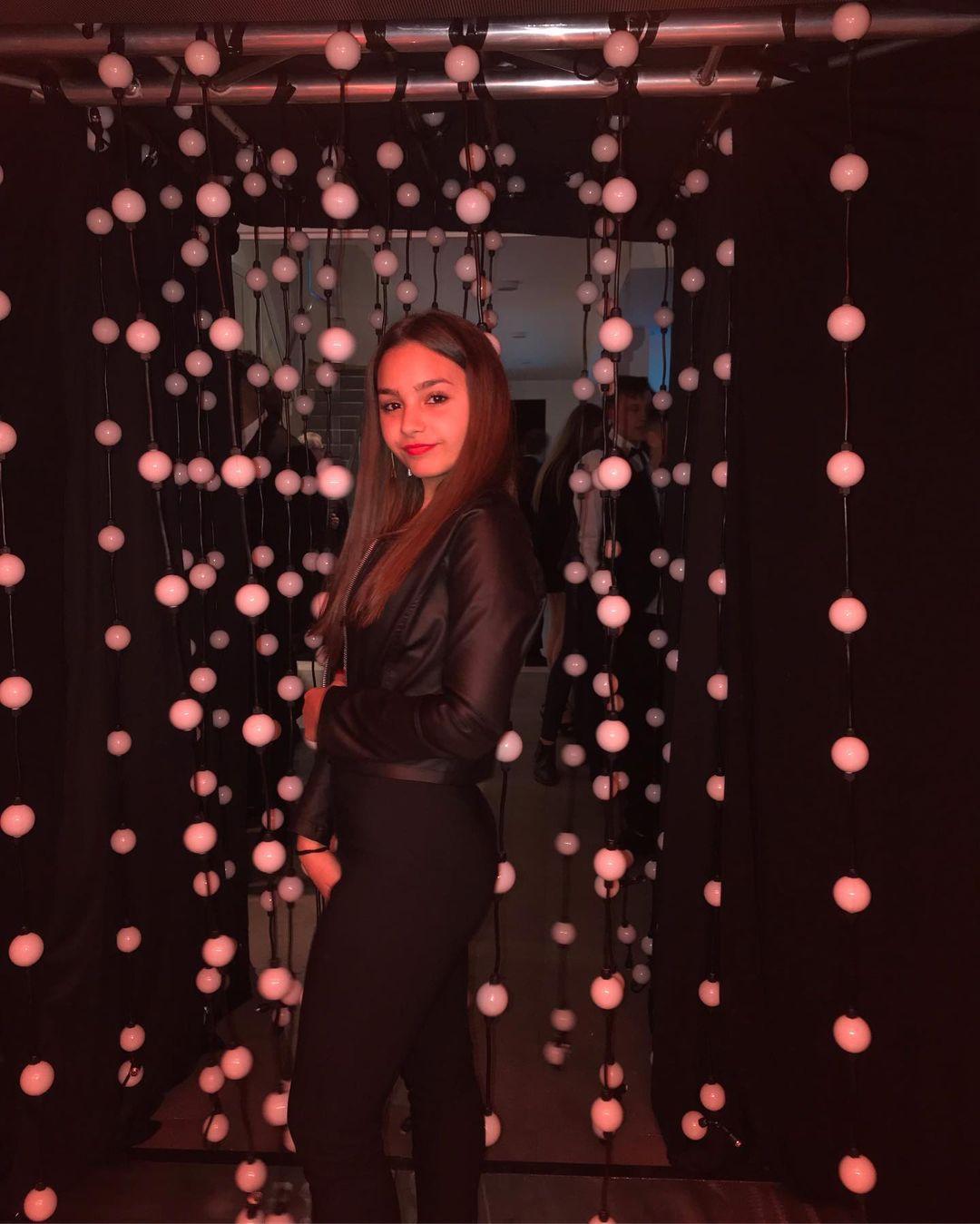 Camila-Nerea-Gonzalez-Wallpapers-Insta-Fit-Bio-2