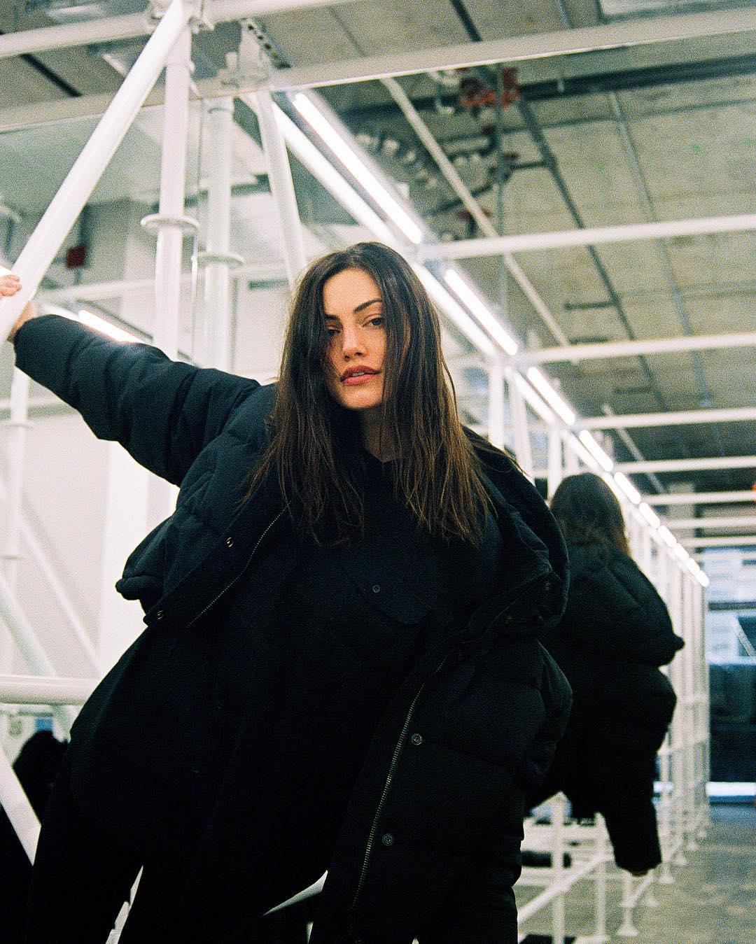 Phoebe-Tonkin-Wallpapers-Insta-Fit-Bio-5