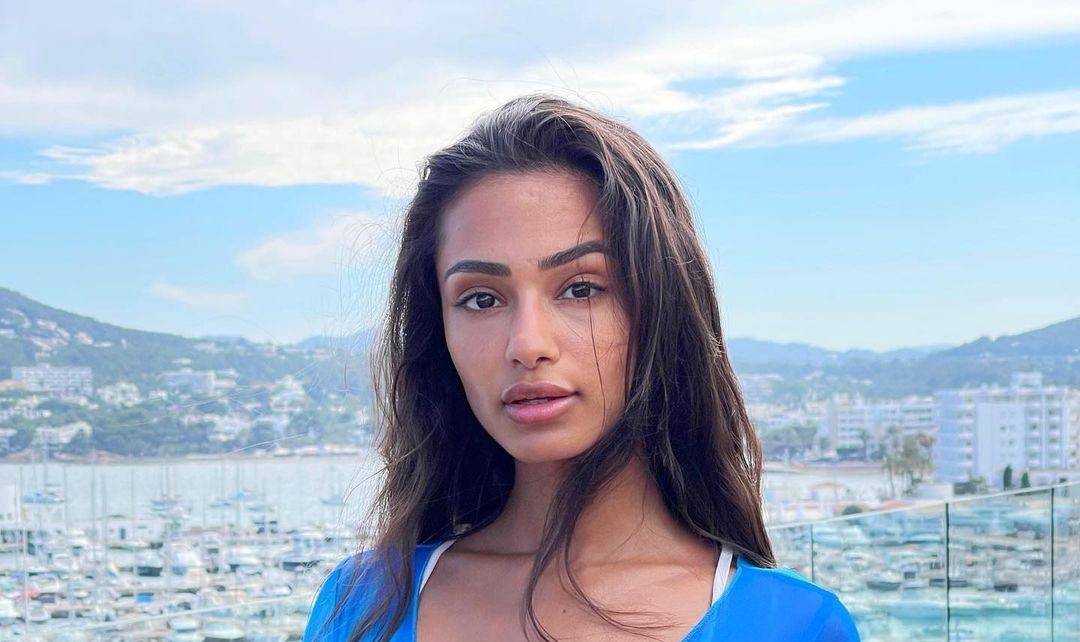 Sabrina-Khouiel-Wallpapers-Insta-Fit-Bio-19