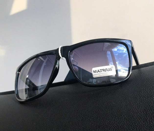 Очки черные глянцевые Matrius