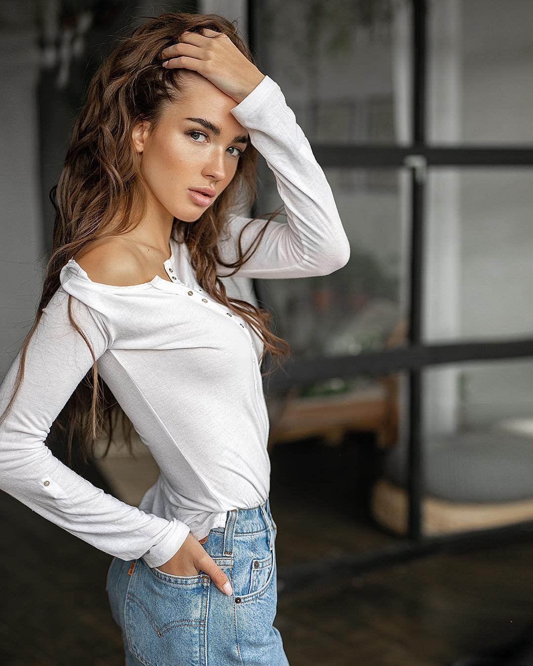 Yekaterina-Mezenova-Wallpapers-Insta-Fit-Bio-4