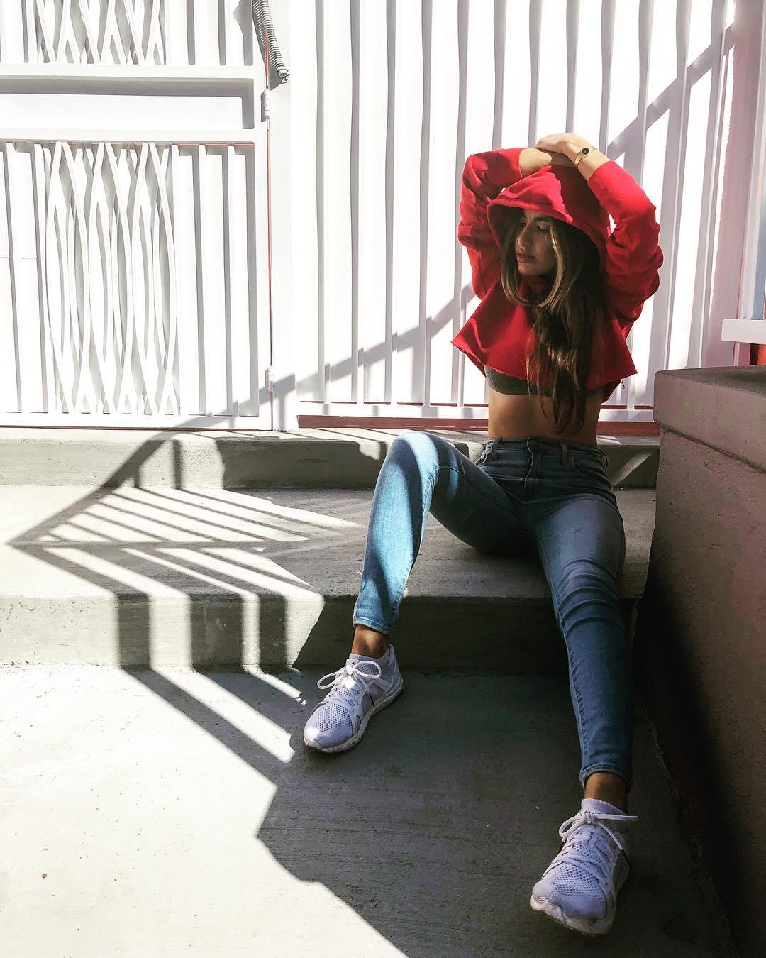 Natasha-Niknejad-Wallpapers-Insta-Fit-Bio-9