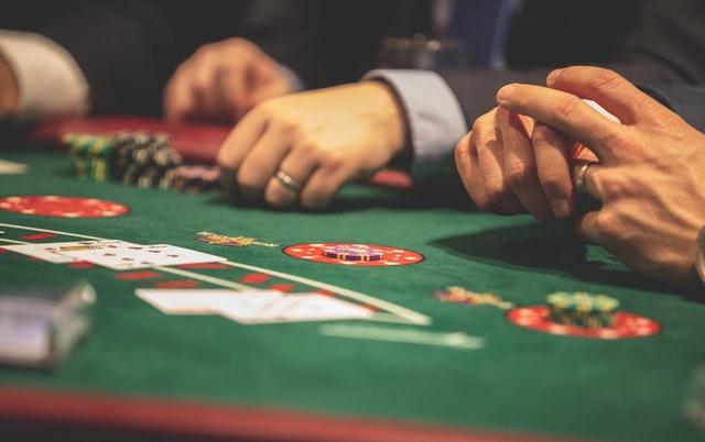 https://i.ibb.co/WDxKB26/online-casino-gambling.jpg