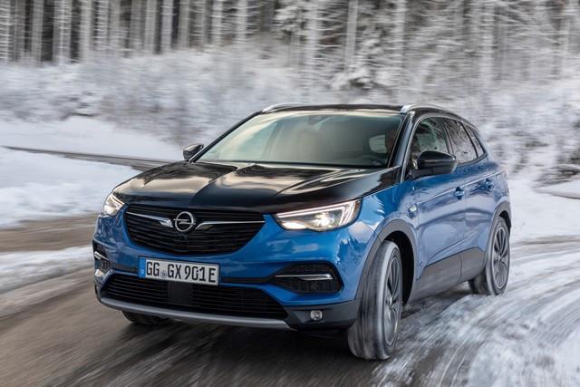 Direction les sommets : les électriques Opel à l'aise en montagne 01-Opel-510342