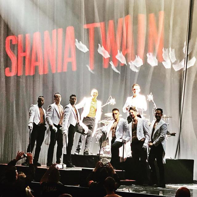 shania-vegas-letsgo-show121819-dancers